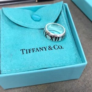 Tiffany and Co. Atlas collection ring